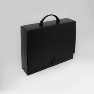 Prospektkoffer Schwarz, Prospektkoffer in tiefschwarz, Koffer Schwarz, Koffer in tiefschwarz, Koffer in tiefschwarz aus Karton, Prospektkoffer in tiefschwarz aus Karton, Prospektkoffer DIN-A4, Werbemittel, Werbung, Werbeartikel, Büro, Büroartikel,